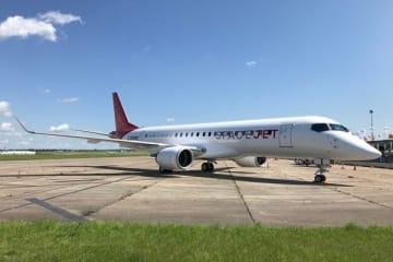 三菱航空機、「Mitsubishi SpaceJet」3号機がル・ブルジェ空港に到着 パリ・エアショーで展示