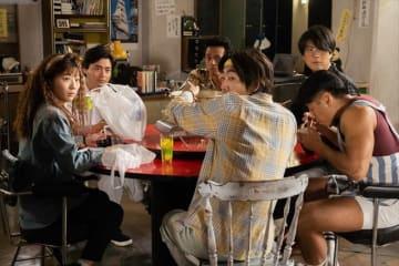 「全裸監督」より。左から伊藤沙莉、山田孝之、満島真之介、柄本時生、玉山鉄二、後藤剛範