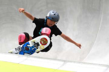 スケートボード・パークのデュー・ツアーで優勝した岡本碧優=16日、ロングビーチ(ゲッティ=共同)
