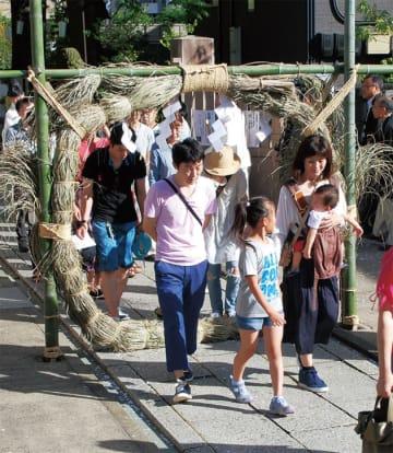 「夏越しの大祓え」茅の輪をくぐって日常生活で犯す罪や汚れを払う@溝口神社