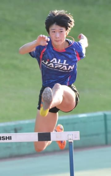 【陸上女子400メートル障害で県高校総体を2連覇した奥林凜(四日市商)】