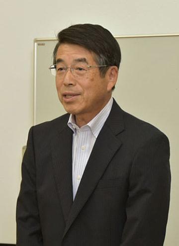 大伴旅人の歌を説明する中永さん=16日、鳥取市国府町の因幡万葉歴史館