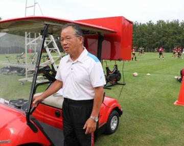 カートを練習に活用できるよう改造するなど、ラグビー日本代表の合宿を支えてきた山口雅博さん=宮崎市・シーガイアスクエア1
