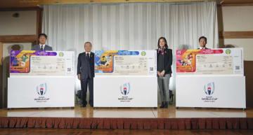 発表されたラグビーW杯日本大会のチケットデザイン=17日午後、東京都内