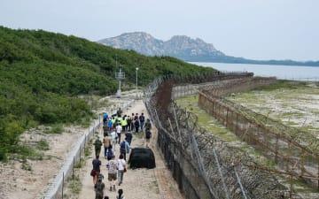 韓国と朝鮮の非武装地帯の散策路「平和の道」を行く