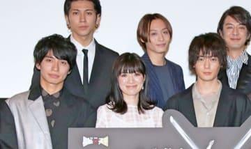 (前列左より)武田航平、優希美青、犬飼貴丈