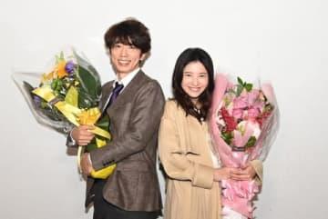 連続ドラマ「わたし、定時で帰ります。」に出演する吉高由里子さん(左)とユースケ・サンタマリアさん (C)TBS