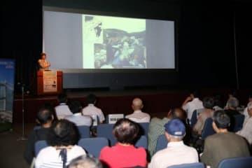 プラスチックごみの海洋流入をテーマに開かれた環境講演会