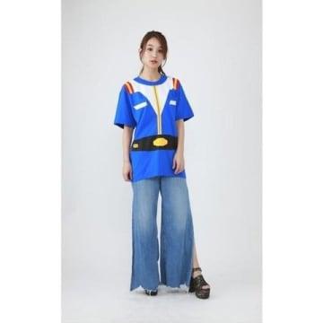 「ガンダム」シリーズのアムロ・レイの衣装をモチーフとしたTシャツ「機動戦士ガンダム なりきり Tシャツ 大人サイズ/アムロ」(C)創通・サンライズ