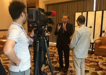 鳩山元首相、「日中協力事業で成果を」