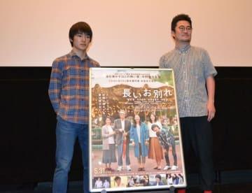 舞台あいさつに立った中野監督(右)と杉田さん