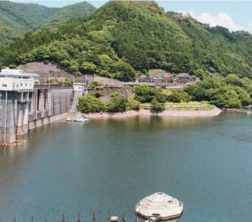 貯水率が約70%まで下がっている耶馬渓ダム=17日午後1時半、中津市耶馬渓町