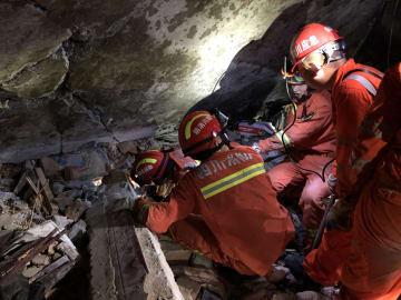 四川省長寧県の地震で12人死亡 救援隊、物資が次々と被災地に到着