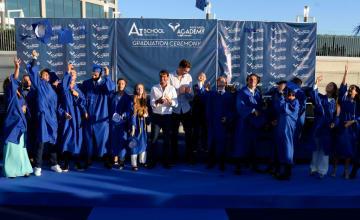 写真はラファ・ナダル アカデミー卒業生を祝福するナダル