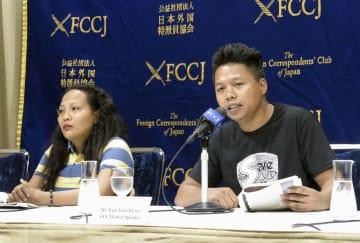 フィリピンのバナナ農園労働者の窮状を訴える労働組合の幹部とジャミラ・セノさん(左)=18日午後、東京・丸の内の日本外国特派員協会