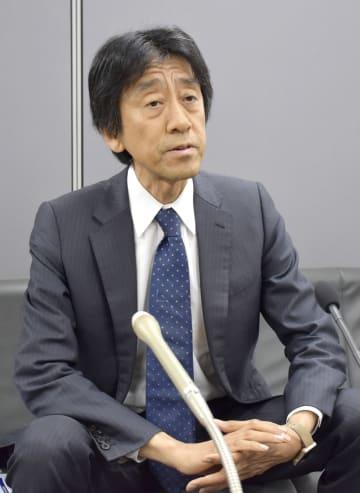 記者会見するNPO法人「シンクキッズ」代表理事の後藤啓二弁護士=18日午後、札幌市役所