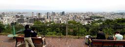 ビーナステラスからの眺望。見晴らしを守るため、新たな規制が検討されている=18日午後、神戸市中央区(撮影・後藤亮平)