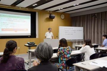 子どもの虐待防止を目指す民間団体「ポピンズくまもと」の設立総会=17日、熊本市中央区