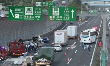 バスが追突した事故現場(5月24日、草津市笠山5丁目)