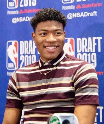 NBAのドラフト会議を翌日に控え、記者会見する米ゴンザガ大の八村塁=19日、ニューヨーク(共同)