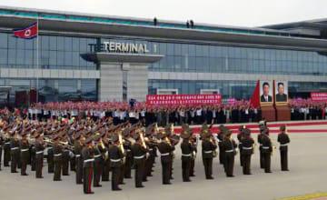 中国の短文投稿サイト「微博」の中国中央テレビ公式アカウントに掲載された、習近平国家主席の到着を待つ平壌国際空港の様子(共同)