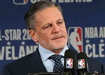 Description: English: Dan Gilbert announcing the 2022 NBA All-Star Game In Cleveland Date: 4 February 2019, 15:34:18 Source: Cleveland Cavaliers Author: Cleveland Cavaliers (Wikipedia)