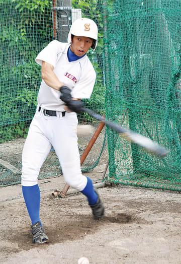 主砲にしてリリーフの小田嶋。春季大会では本塁打2本を放ち、快音を響かせた