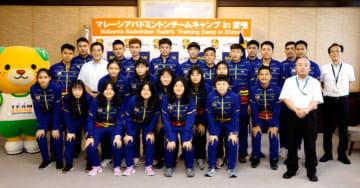 来県したマレーシアのジュニア代表バドミントンチームのメンバーら