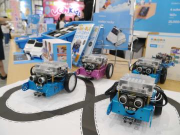中国の教育用ロボットも登場 東京で「学校・教育総合展」