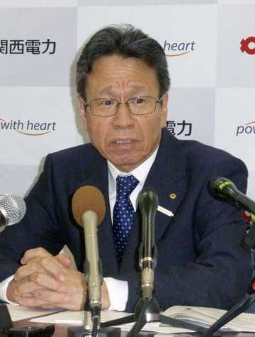 記者会見する関西電力の岩根茂樹社長=21日、大阪市