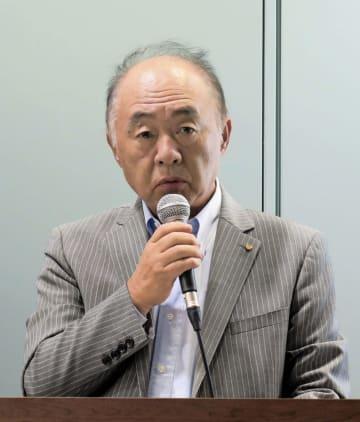 中期経営計画を説明するワコールホールディングスの安原弘展社長=21日、京都市