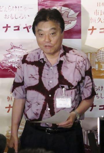 名古屋城の木造復元事業について、記者の質問に答える名古屋市の河村たかし市長=21日午後、名古屋市役所