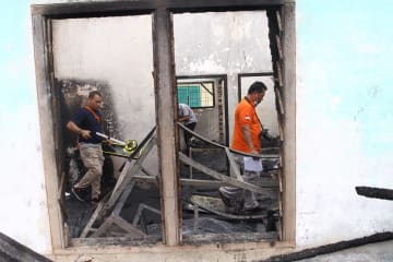 インドネシアのライター工場で爆発 30人死亡