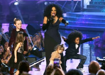 Diana Ross and her grandchildren dance and sing on stage at AMAs, as the legend wins a Lifetime Achievement Award