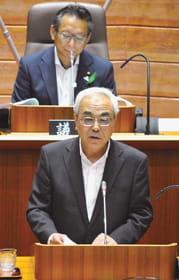 開会した市議会本会議で市政執行方針を説明する菊谷市長