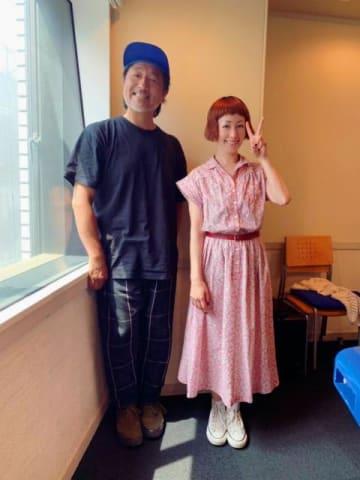 會田茂一さんとパーソナリティの木村カエラ