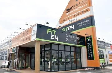 6月27日にオープンするインターネットカフェと24時間ジムが併設した「FiT24鯖江店」=6月21日、福井県鯖江市五郎丸町