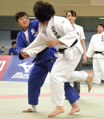 決勝の副将戦で優勢勝ちした東海大の立川桃(左)。優勝を決定づけた=日本武道館