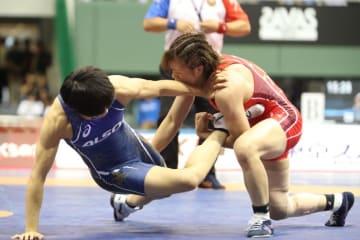 Risako Kawai (red) beat Kaori Icho