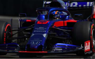 予選を走行するトロロッソ・ホンダのアレクサンダー・アルボン=22日、ルカステレ(ゲッティ=共同)