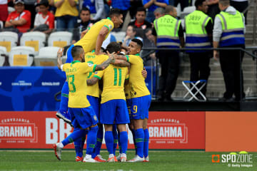 5発大勝のブラジルが首位でグループステージ突破