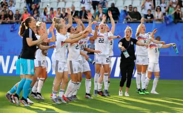 ナイジェリアに勝利し、喜ぶドイツの選手たち=22日、グルノーブル(ゲッティ=共同)