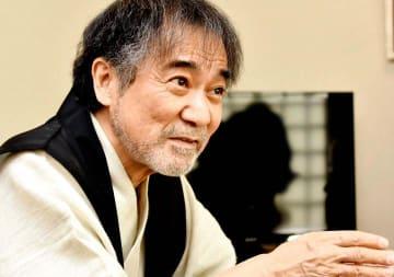 今年8月で72歳。「一年一年大切に、あと30年は怪談を続けたい」と抱負を述べる稲川淳二=6月上旬、松山市
