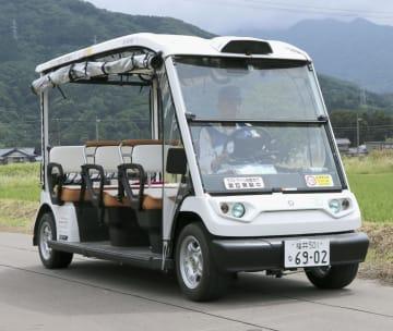 産業技術総合研究所などが福井県永平寺町の公道で行う実証実験で使用する自動運転車両=24日午前