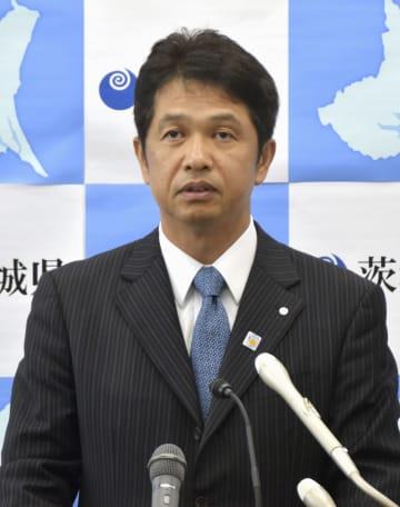 「パートナーシップ宣誓制度」の7月開始を発表する茨城県の大井川和彦知事=24日午前、茨城県庁
