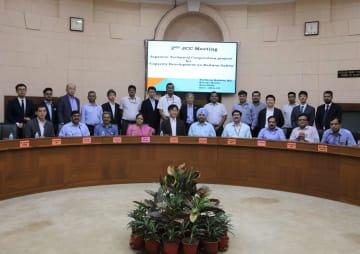 JICAとインド政府が開催した「鉄道安全能力強化プロジェクト」の第2回会合の参加者ら=20日、ニューデリーで(JICA提供)