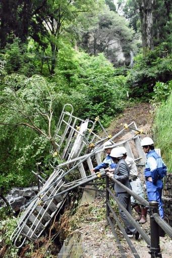 大雨で崩落した遊歩道。斜面に階段状に設置し、滝まで行けるようになっていた=24日午後、渋川市赤城町棚下