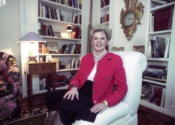 米ロサンゼルスの自宅でインタビューに応じるジュディス・クランツさん(AP=共同)