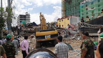 カンボジアで建設中のビルが崩壊 24人死亡
