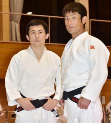 全日本柔道形競技大会に出場する菊地晃さん(右)と三上雄貴さん